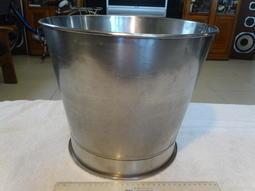 不鏽鋼水桶~~會吸磁~~高約28.5CM
