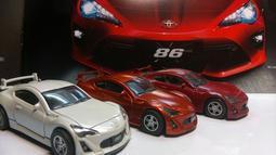 二手 TOYOTA 86 1:43 模型車 已放三年以上,無盒子…三台一組