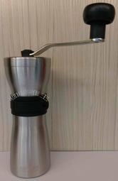 【咖啡唯主】NIPPON 不銹鋼手搖磨豆機~攜帶型迷你手搖磨豆機~50g 送JUNIOR毛刷 紅/黑~現貨