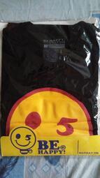 低價出售全新未拆五月天 StayReal《BE HAPPY》酷黑踢(黑色)潮流版型L號短T,喜歡五月天的朋友不容錯過!