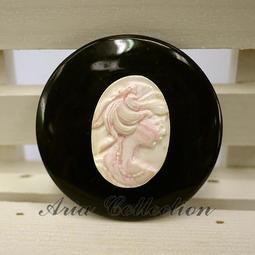 樣品出清 女王貝觀音墬子 女王貝墬子 觀音墬子 尺寸5.9公分 D10-12PF 串珠 手工藝 DIY 材料 配件