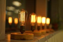 <愛迪生燈泡 LOFT 工業風 > 設計師款 北歐風格 調光簡約透明玻璃罩檯燈_簡約款 現貨供應