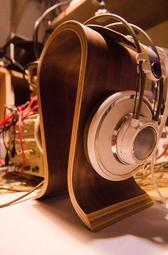 Omega 胡桃木耳機架 原木耳機架 德國設計 耳罩用 展示架 U型 U形